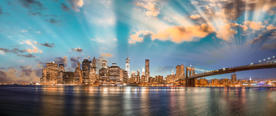 Printed kitchen splashbacks Brooklyn Bridge Dramatic sky over Brooklyn Bridge and Manhattan, panoramic night