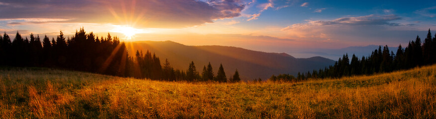 Zelfklevend Fotobehang Ochtendgloren Panoramic view of the sunrise in the Tatra mountains