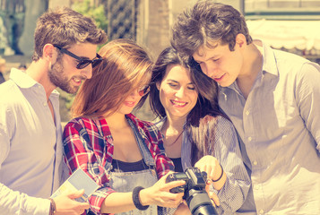 friends watching photos on their reflex