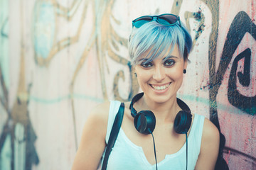 young beautiful short blue hair hipster woman with headphones mu Fototapete