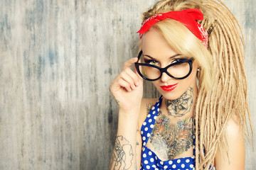 pin-up spectacles