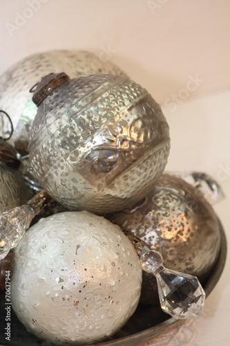 Rustikale vintage weihnachtskugeln stockfotos und lizenzfreie bilder auf bild - Weihnachtskugeln vintage ...