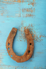 Fototapete - Old horse shoe on wooden background