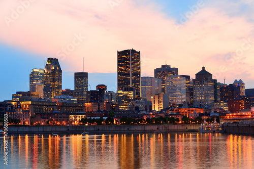 Fototapete Montreal over river at sunset