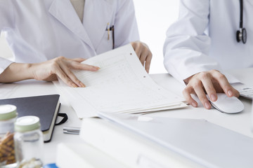 Doctor of two people Discuss medical record