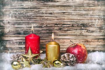 Weihnachten mit Kerzen und Holz