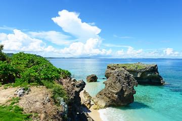 美しい南国のビーチと夏空