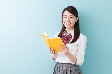 本を読む学生