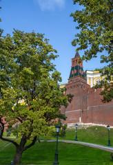 Фрагмент кремлевской стены осенью