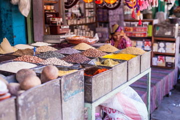 Keuken foto achterwand India Traditional spices and dry fruits in local bazaar in India.