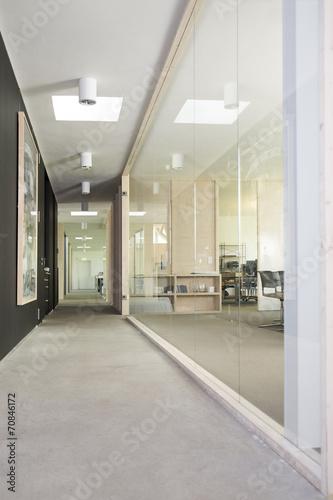 Leerer Flur Und Arbeitsbereich In Modernem Buro Stock Photo And