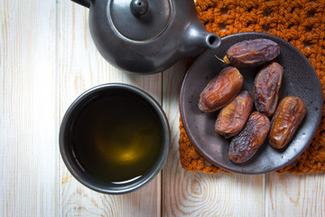 black tea and dates