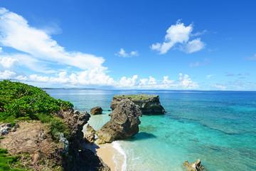 美しい南国の海と爽やかな空