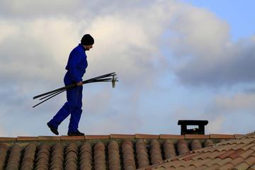 ramoneur sur le toit