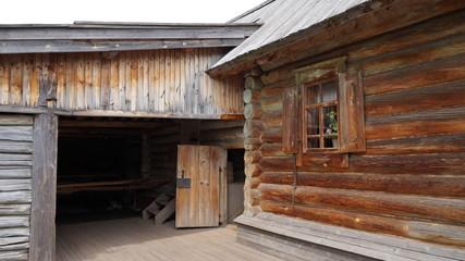 Двор старинного дома