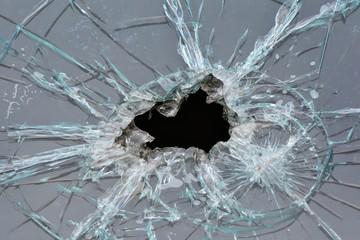 Loch in einem Fenster