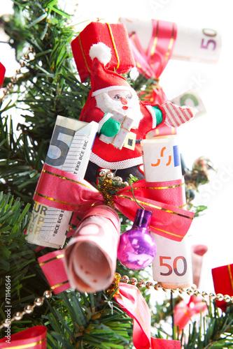 dekorierter weihnachtsbaum geschm ckt mit geld und. Black Bedroom Furniture Sets. Home Design Ideas