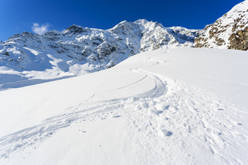 Fototapete - Winter mountains, ski run in Italian Alps