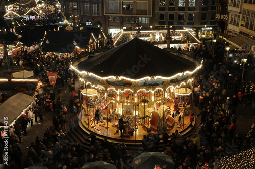 Frankfurter Weihnachtsmarkt.Karussell Auf Dem Frankfurter Weihnachtsmarkt Stock Photo And
