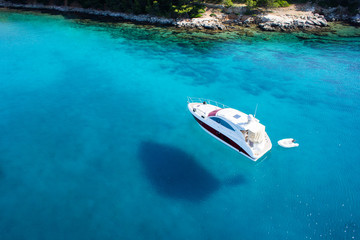 Boat, clear water - caribbean paradise