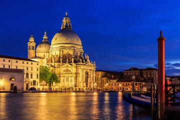 Keuken foto achterwand Venetie Basilica Santa Maria della Salute at night, Venice Italy