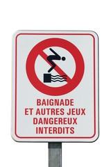 Panneau d'interdiction dans un port