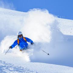 Wall Mural - Skifahrer in Staubwolke