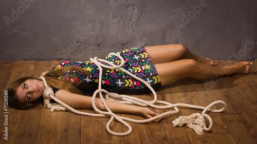 казнь девушек в колготках