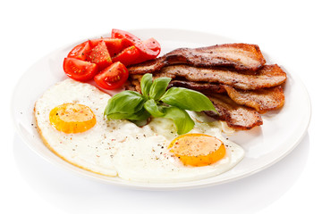 Breakfast - egg, bacon and vegetables