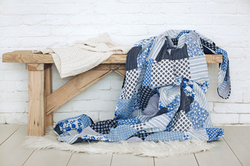 Patchwork quilt on rustic bench Fototapete