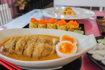Noodle curry soup