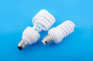 Две энергосберегающие лампы