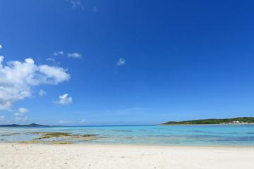 美しいミルキーブルーの海