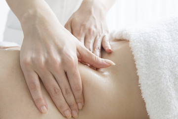 Slimming massage to make a constriction