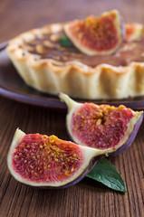 tart with figs , banana and caramel  close-up