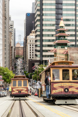 Photo sur Plexiglas San Francisco Cable cars traffic in California St., San Francisco