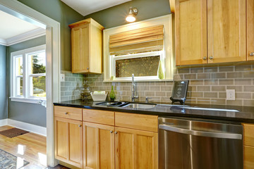 Maple kitchen cabinets with tile back splash trim