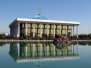 Tashkent Majlis and its reflection in a pond 2007