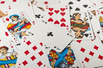 rozrzucone karty