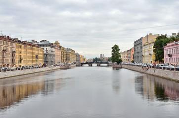 Санкт-Петербург, набережная реки Фонтанки в пасмурную погоду