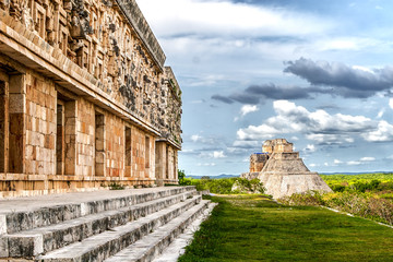 Spoed Fotobehang Mexico Governor's Palace and Magician's Pyramid in Uxmal Mexico