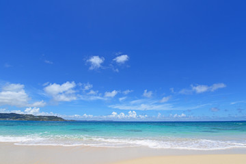 爽やかな空と美しい海