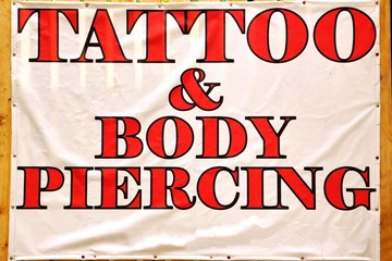 Banner with text TATTOO & BODY PIERCING