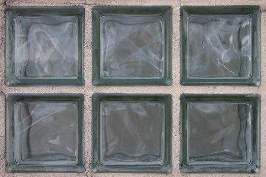 Nahaufnahme von sechs verbauten Glasbausteinen