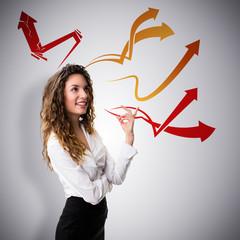 junge Geschäftsfrau beim Brainstorming