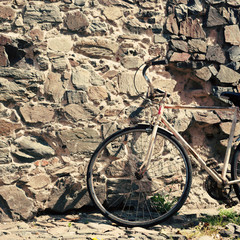 Old rundown bicycle in a cobblestone street