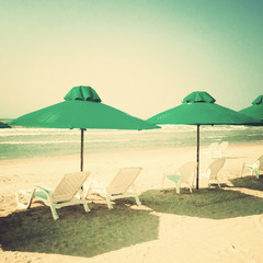 Vitnage green umbrellas in the beach