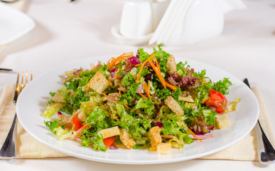 Delicious mixed salad with fried crunchy croutons