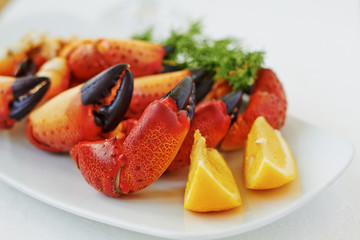 Boiled crab claws with lemon and dill