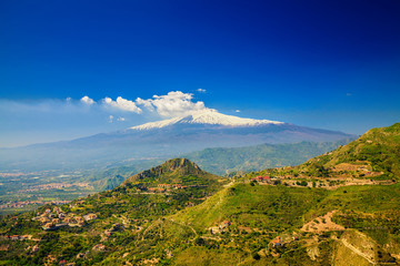 Etna with snowy peak Fototapete